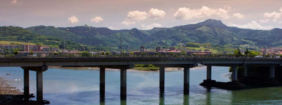 Puente internacional sobre el río Bidasoa