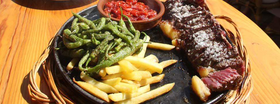 Plato de Txuleta con patatas y pimientos